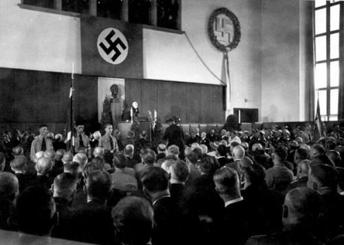Philipp Lenard pronunciando un discurso en Heidelberg