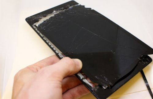 15-nexus-7-with-broken-screen-removed