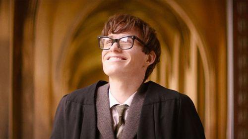 Eddie Redmayne interpretando a Stephen Hawking cuando el sombrero le dice que ha entrado en Gryffindor. Pero no me echen cuentas que no estaba pendiente de la película.